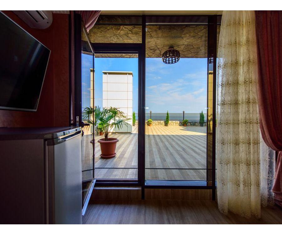 Вид из номера отеля в Алуште Роял